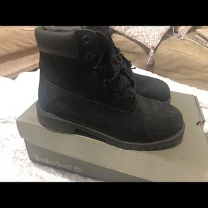 Size 6.5, all black, waterproof, Timberlands.